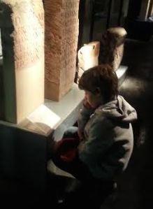 My son studying Latin inscriptions in the Cologne Praetorium exhibition. – (c) PK, 2014.