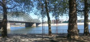 Rhine river at Cologne, with a view on the opposite riverbank, the location of a Roman army camp called 'Divitia' (now Deutz). – (c) PK, 2014