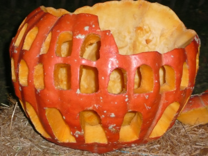 Jack-o'-losseum. - Image source: http://sirpasalenius.files.wordpress.com/2011/10/pumpkincolosseum.jpg