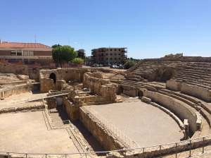 Tarragona's amphitheatre (with ruins of Santa Maria del Miracle). – Photo (c) PK, May 2015.