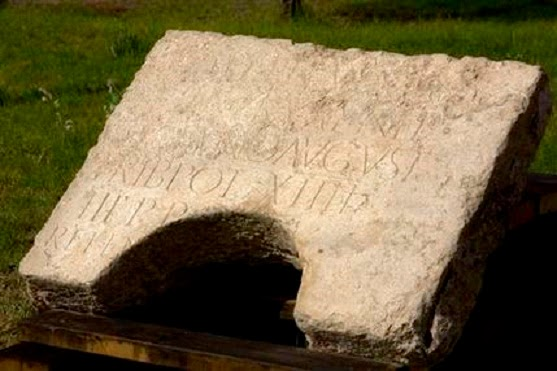 Inscription from Jerusalem. – Image source: https://thepetrifiedmuse.files.wordpress.com/2015/05/30aa6-israel_02.jpg.