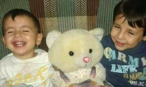 Aylan and Galip during happier times. – Image source: http://www.theguardian.com/world/2015/sep/03/refugee-crisis-syrian-boy-washed-up-on-beach-turkey-trying-to-reach-canada.